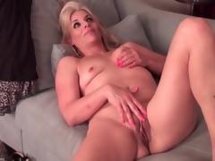 Chatty mature with sexy pink fingernails masturbates