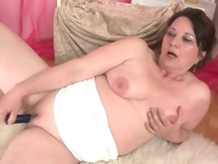 Curvy mature bonks her shaved pussy with a toy