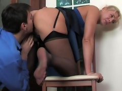 Mature office babe makes a male co-worker hot-to-trot and ready for a score