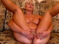 Older pretty wonderful Amanda moans with admiration in the long run b for a long time toying her pussy